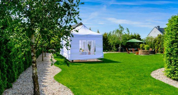 Tágas kerti pavilont rendelhet a Házravaló Webáruházból.